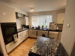 Flat 26 -b16 - Niall Cls, Harborne - Image 3